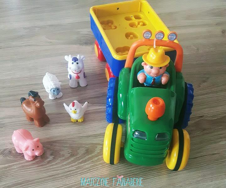 Pan dumelek farmer i traktor