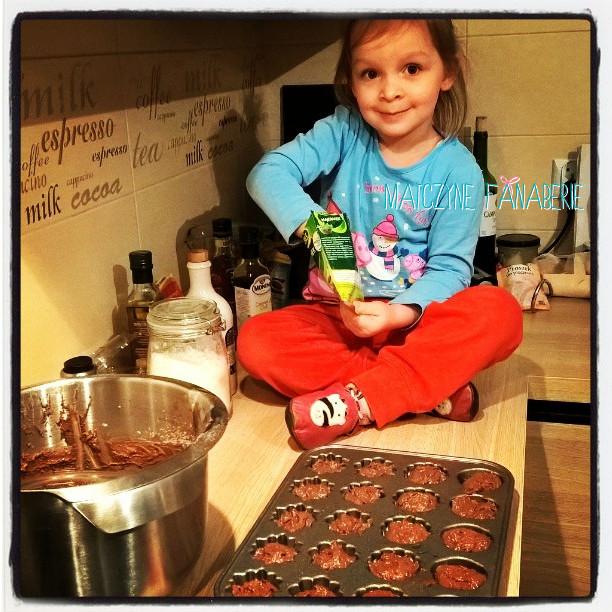 rodzina dziecko w kuchni