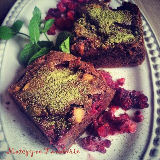 Brownie z malinami i pistacjami