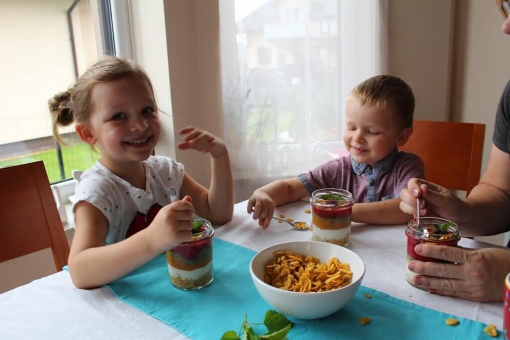 śniadanie z płatkami kukurydzianymi