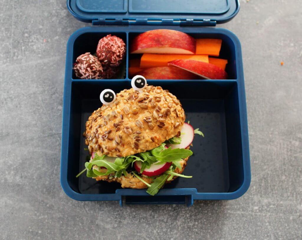 Lunchbox bez glutenu - bułka bezglutenowa z ziarnami z piekarni PUTKA