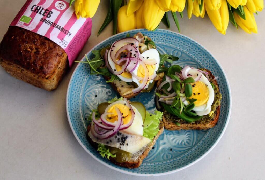 kanapki z jajkiem i śledziem
