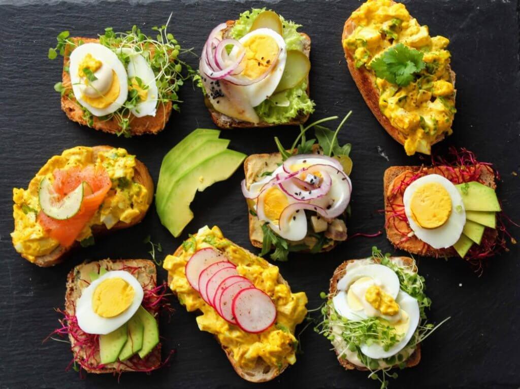 kanapki z jajkiem na śniadanie
