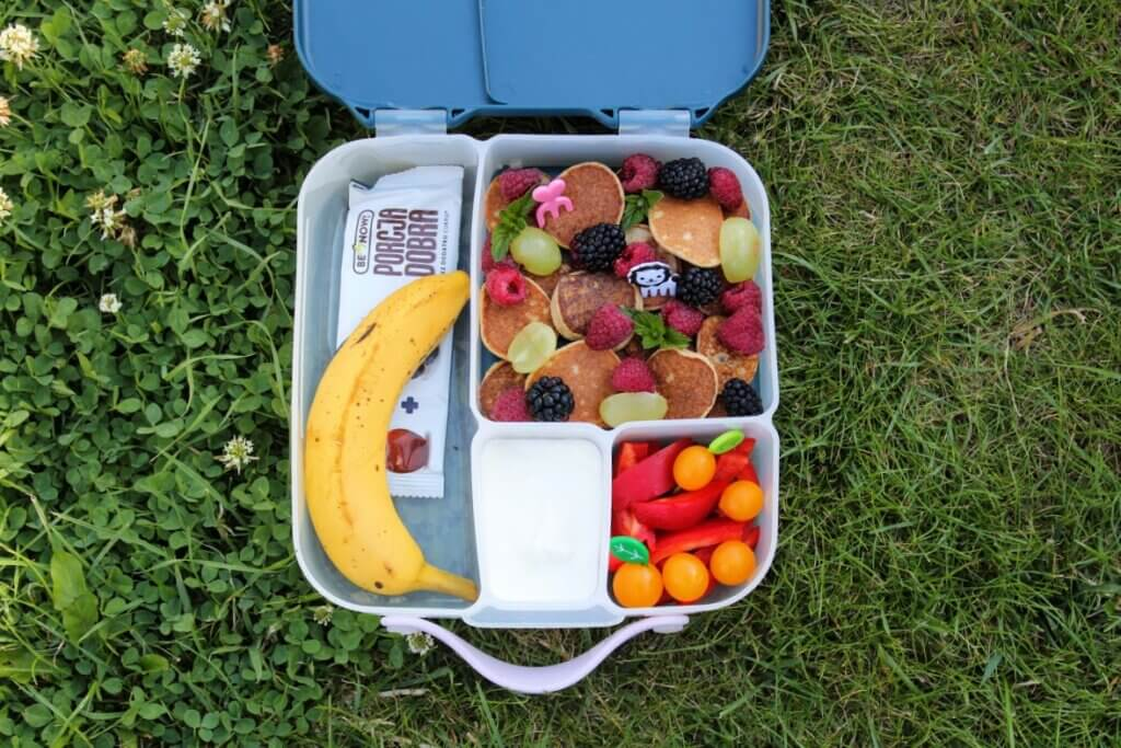 wielokomorowy lunchbox do szkoły