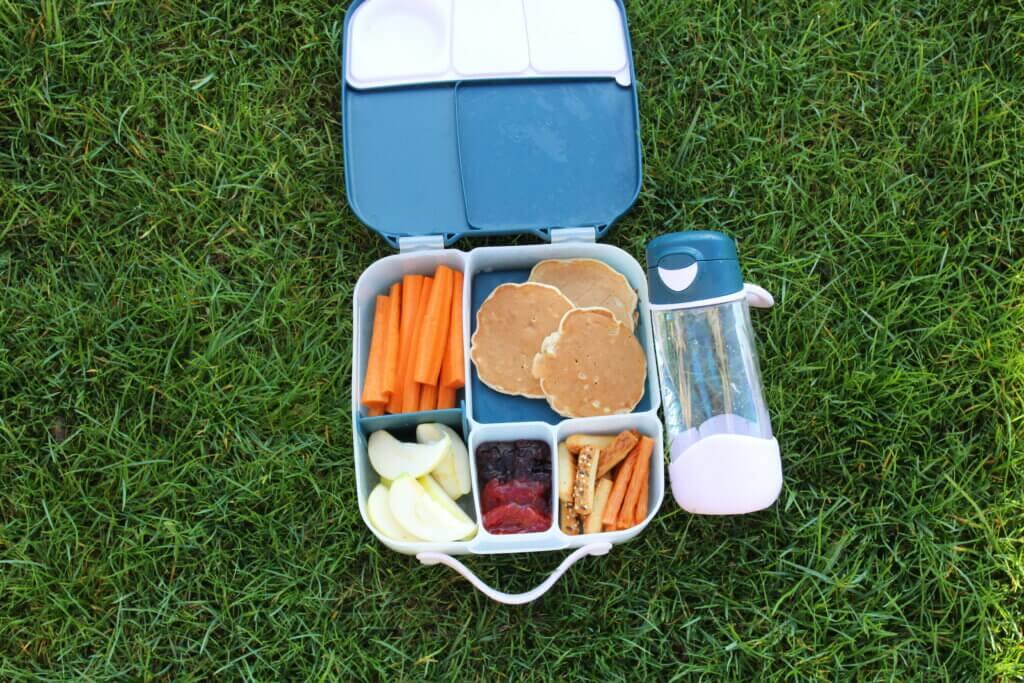 lunchbox i sportowa butelka z ustnikiem