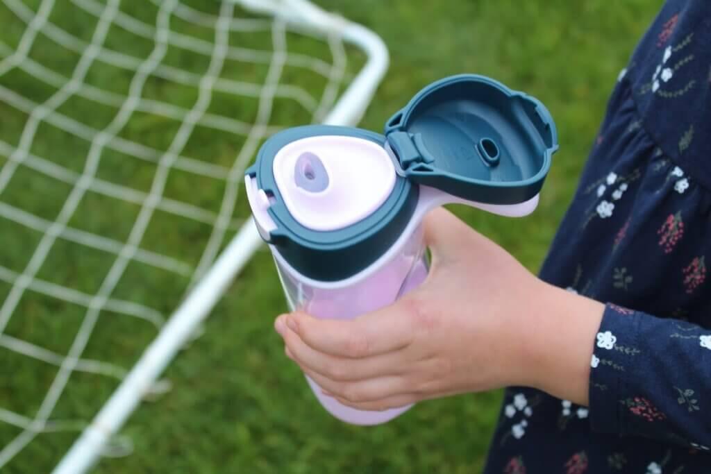 sportowa butelka z ustnikiem